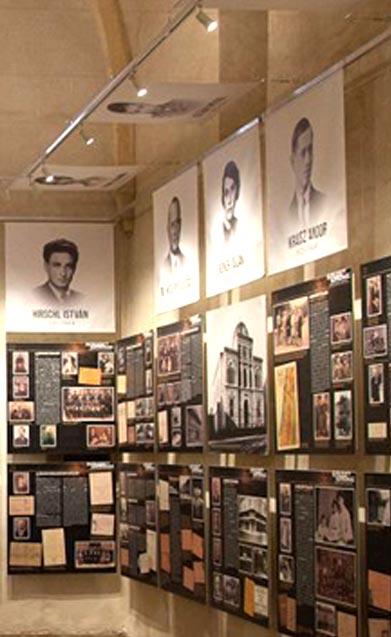 A kiállítás bemutatása, jobb oldali falon lévő portréképek és zsidó élettörténetek - Elfeledett Soproniak Kiállítás