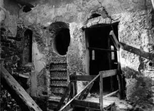 A zsinagóga keleti homlokzatának nyílásai, kutatás után, 1974, Forster Központ Fotótára, Ltsz.: 101502, Fotó: Mihalik Tamás