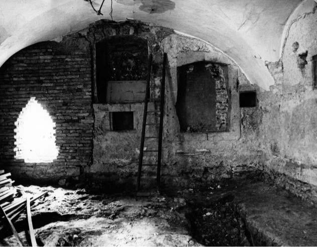 A zsinagóga Áron-fülkéje a keleti falban, kutatás után, 1974, Forster Központ Fotótára, Ltsz.: 104521, Fotó: Mihalik Tamás