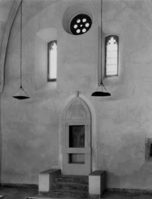 A helyreállított belső tér keleti nézete a Tóra fülkével, 1996, Forster Központ Fotótára, Ltsz. nélkül, Fotó: ismeretlen