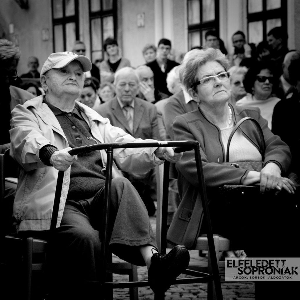 Varga Gusztávné (szül. Steuer) Irma és Bakiné Lederer Gertrud holokauszt túlélők az Elfeledett Soproniak kiállítás megnyitóján
